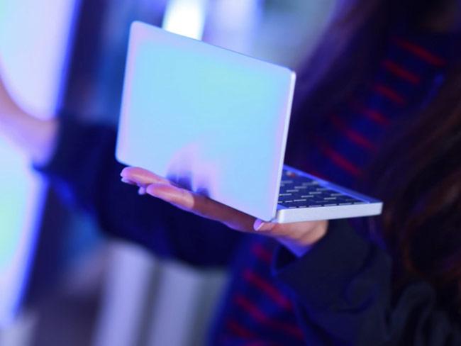 GPD Pocket có màn hình 7 inch
