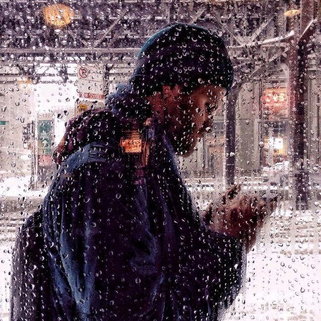 cách chụp mưa kinh điển và dễ làm nhất, vì chúng ta không cần phải ra ngoài trời mưa để thức hiện nó