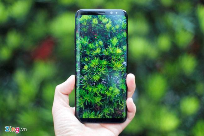 Samsung Galaxy S8 là smartphone đầu tiên trên thế giới dùng màn hình vô cực