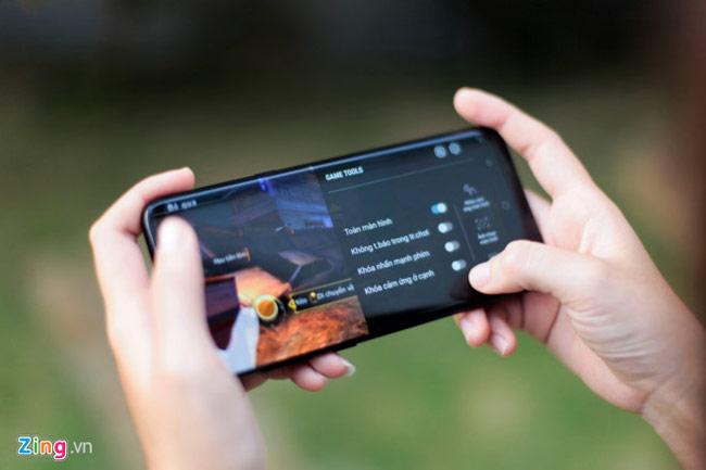 Samsung đã tích hợp thêm tính năng toàn màn hình cho tất cả các ứng dụng