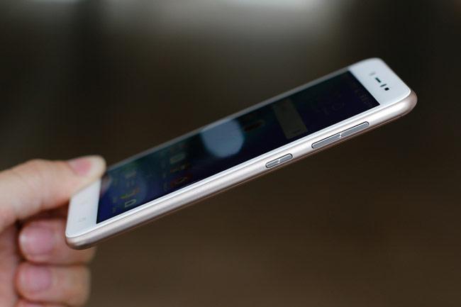 ZenFone Live thiết kế tổng thể với nhiều nét bo tròn, bo cong ở khung viền