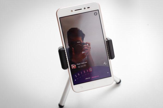 ZenFone Live có màn hình 5 inch độ phân giải HD hiển thị khá sắc nét