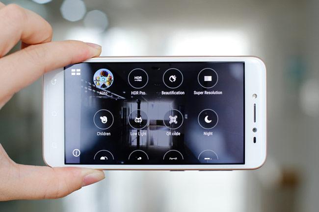 Camera của ZenFone Live còn có nhiều tính năng chụp ảnh làm đẹp