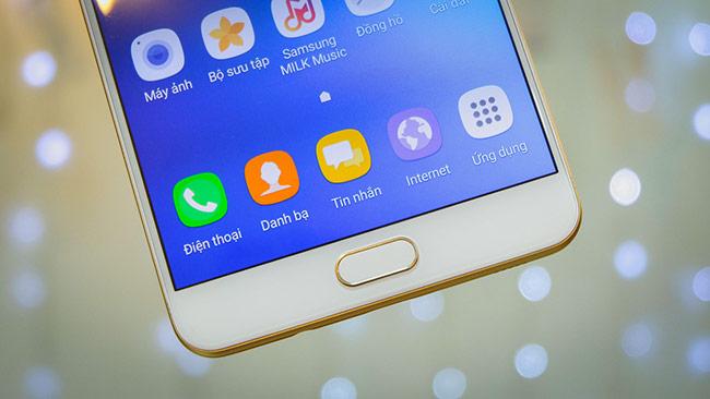 Galaxy C9 Pro là mẫu smartphone thuộc phân khúc cận cao cấp vừa được Samsung