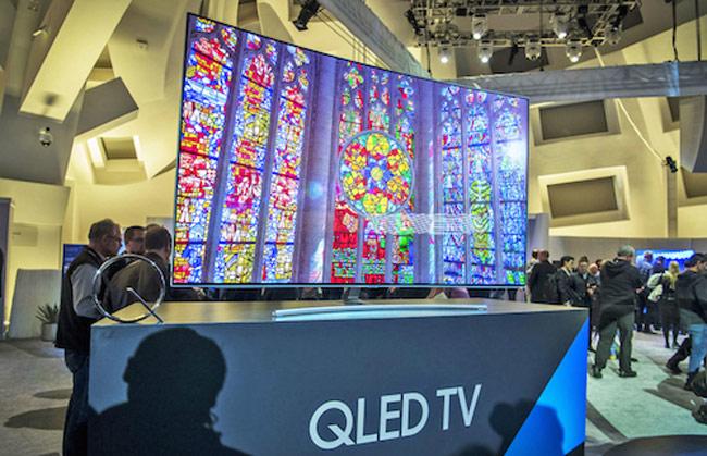 QLED TV đã hỗ trợ HDR10+, trong khi đó SUHD TV 2016 sẽ phải chờ đến cuối năm để tương thích