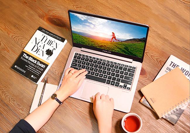 ZenBook UX410 trang bị touchpad nhạy, độ chính xác cao