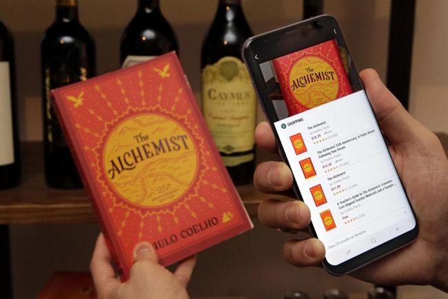 Với trợ lý kỹ thuật số Bixby của S8, người dùng có thể chụp bức ảnh về các đồ dùng trong thế giới thực