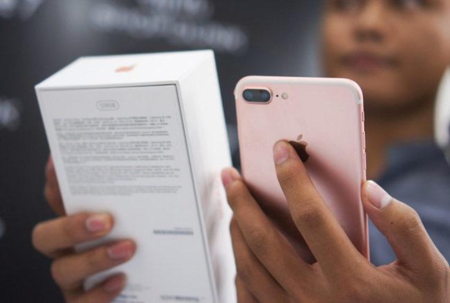 Vị thế thống trị của iPhone tại Việt Nam đang bị nghi ngờ