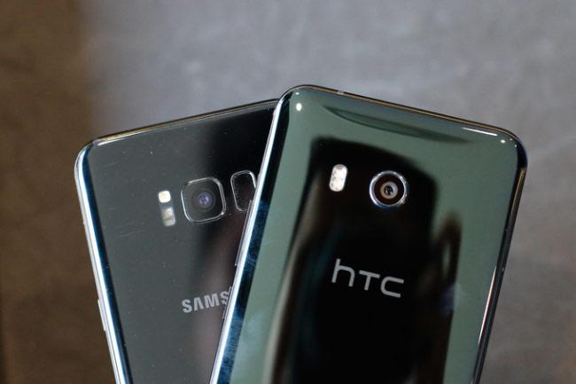 HTC U11 so kiểu dáng với Galaxy S8+