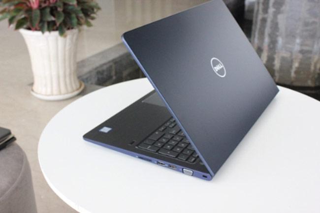 Dell Vostro 15 5000 series 5568 trang bị đầy đủ các cổng giao tiếp thông dụng như LAN, USB 3.0, khe đọc thẻ nhớ, HDMI