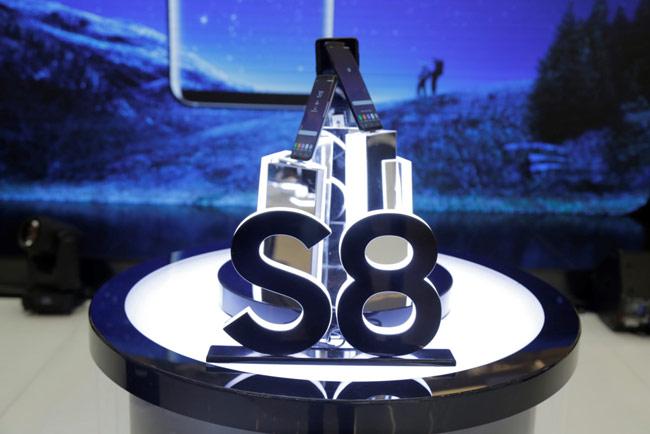 Tâm điểm của Galaxy Studio là bộ đôi Galaxy S8/S8+ màn hình tràn vô cực