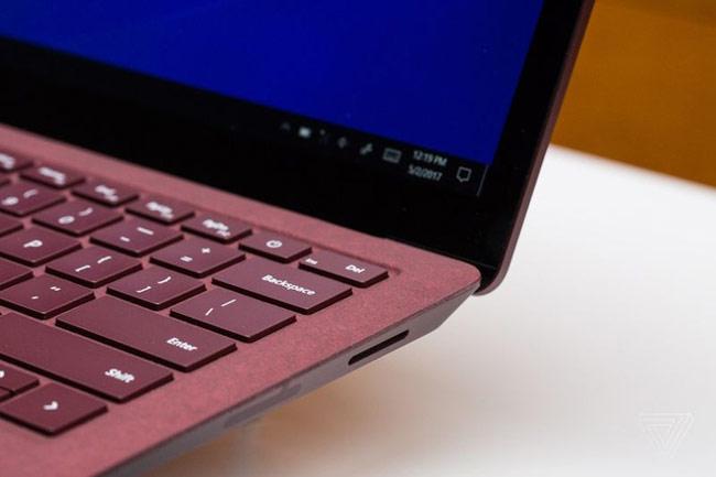 Độ phân giải của màn hình surface laptop đạt 3,4 triệu điểm ảnh