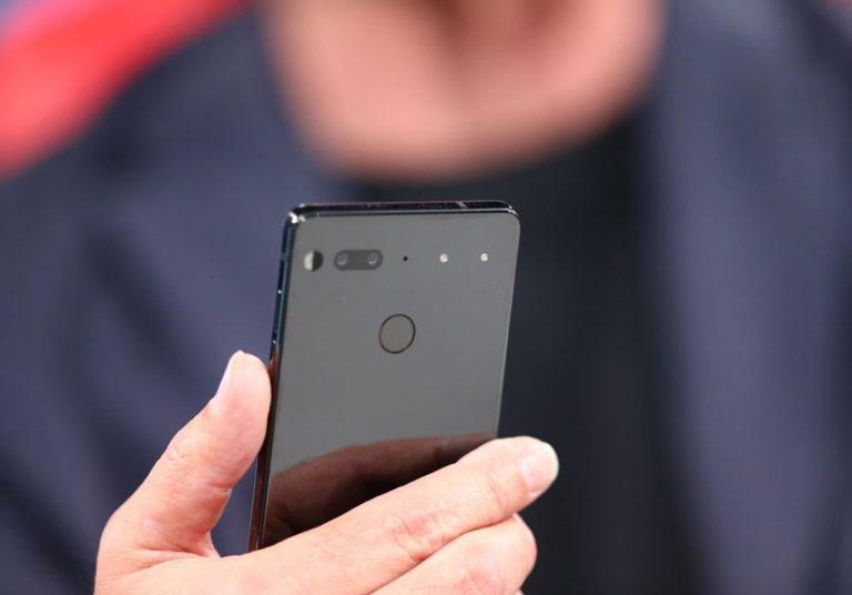 Ảnh thực tế Essential phone cha đẻ Android