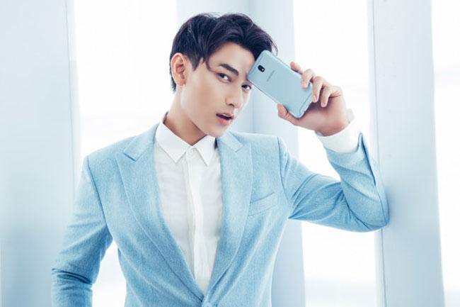 Galaxy J7 Pro xanh ánh bạc thành phụ kiện thời trang phù hợp người dùng trẻ