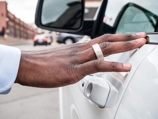 Nhẫn cũng có thể làm chìa khóa để mở cửa xe hơi