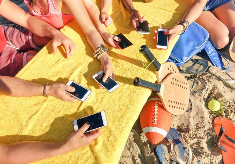 Mẹo hay để sử dụng điện thoại ngoài trời nắng