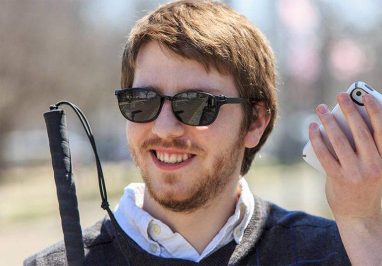 Ứng dụng Seeing AI dành cho người mù của Microsoft
