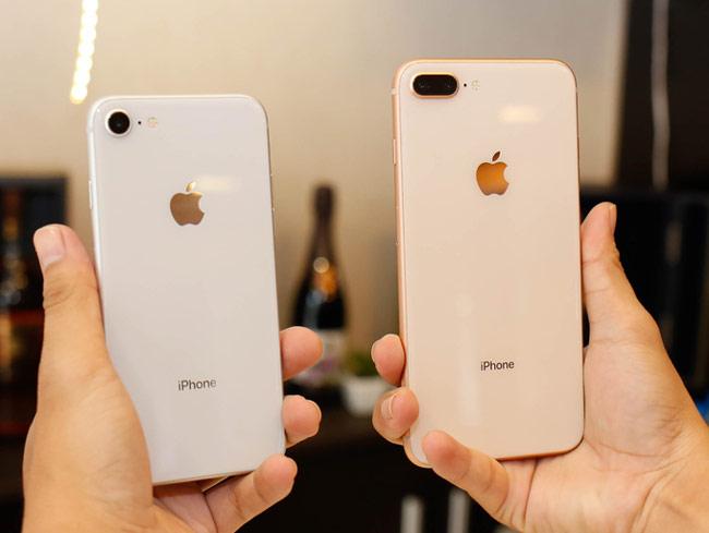 Khác biệt rõ nét ở iPhone 8 và 8 Plus so với các mẫu iPhone đời trước nằm ở mặt lưng