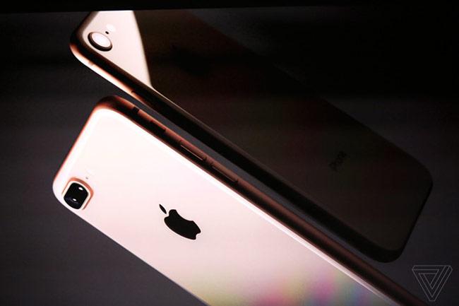 Phil Schiller giới thiệu iPhone 8