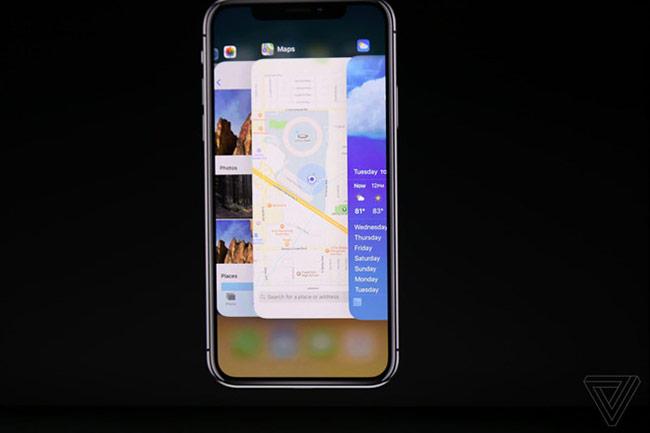 """Đại diện Apple gọi model này là iPhone """"ten"""" (10) chứ không phải X (ex). Giao diện của iPhone X với màn hình không viền."""