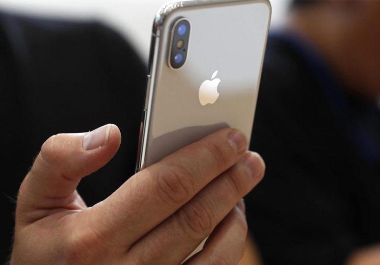 Giá iPhone X ở thị trường chợ đen đang tăng chóng mặt.