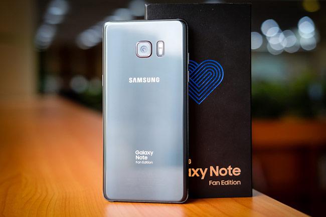 Thiết kế gợi đến Note 7