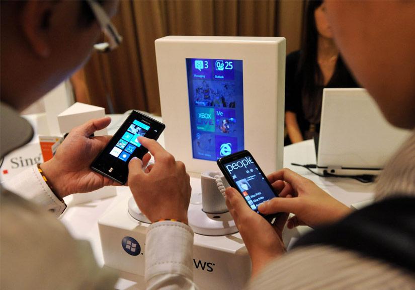 Thị trường smartphone cao cấp sẽ đi xuống trong 2018