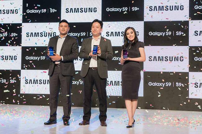 Người dẫn đầu không bao giờ có suy nghĩ dựa hơi vào sản phẩm khác trong những sự kiện của mình. Dường như điều đó chưa đúng với Huawei và Xiaomi.