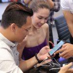 Ngọc Trinh đi mua Galaxy S9+