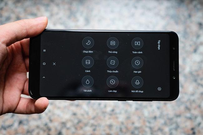 Redmi 5 Plus còn sở hữu mắt hồng ngoại với tính năng điều khiển từ xa.