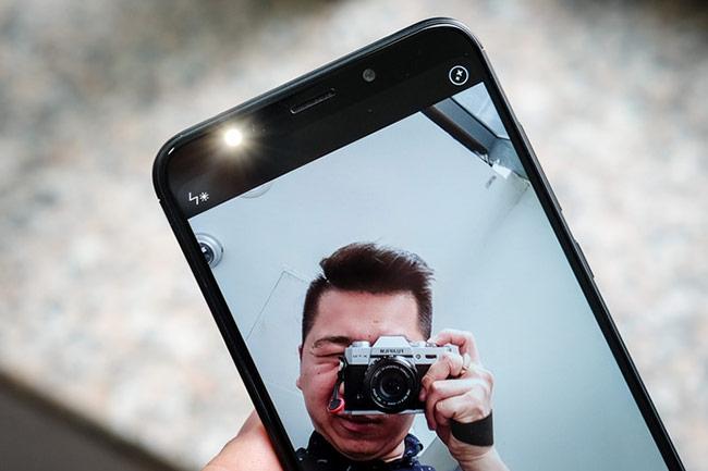 Camera trước 5 megapixel