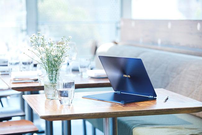 ZenBook Flip S đáp ứng nhu cầu mỏng, nhẹ và bền cho doanh nhân.