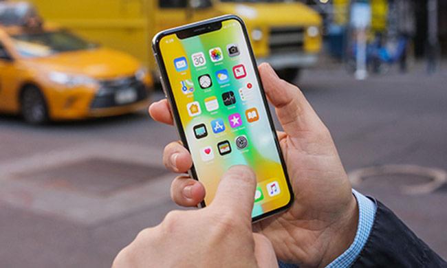 Apple bán được ít iPhone nhưng thu về nhiều tiền hơn
