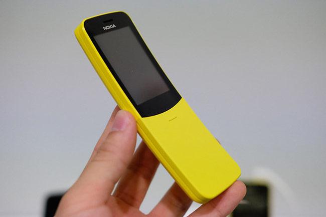 'Điện thoại quả chuối' Nokia 8110 có giá 1,68 triệu đồng