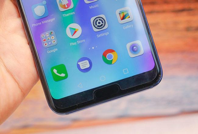 Cảm biến vân tay đặt ở mặt trước giống smartphone cao cấp P20 Pro của Huawei