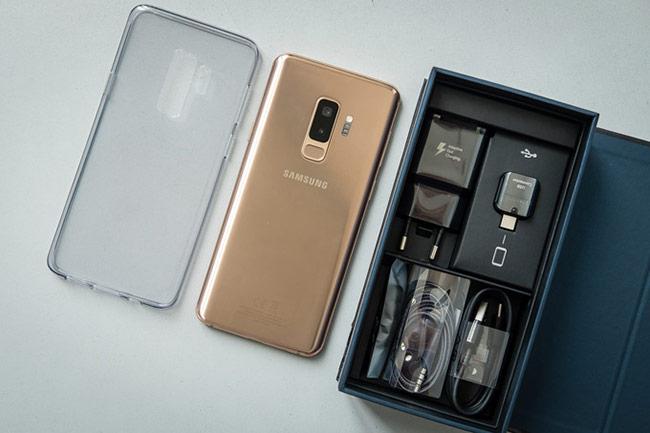 phụ kiện đi kèm với Galaxy S9+ bản mới