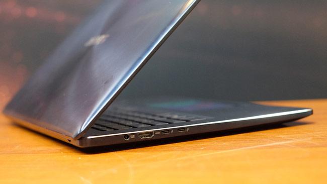 Laptop có touchpad là màn hình cảm ứng 5,5 inch