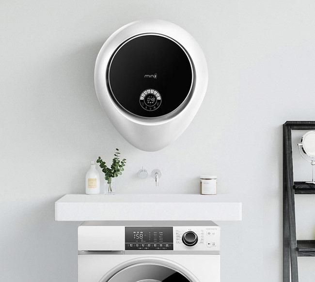 Mặt trước của máy vừa là nắp máy giặt vừa là trung tâm điều khiển phủ kính