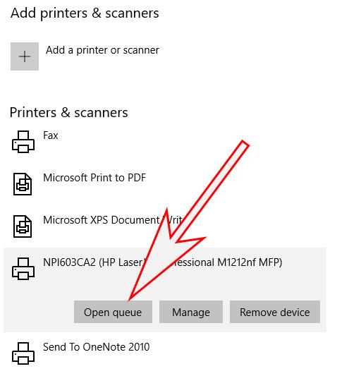 Tiếp theo đó trong phần máy in Printer & Scanner bạn click tiếp vào máy in có hiện chữ offline như trong hình và chọn Open queue.