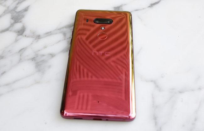 Thiết kế vẫn mang đặc trưng riêng của HTC kể từ phiên bản U11