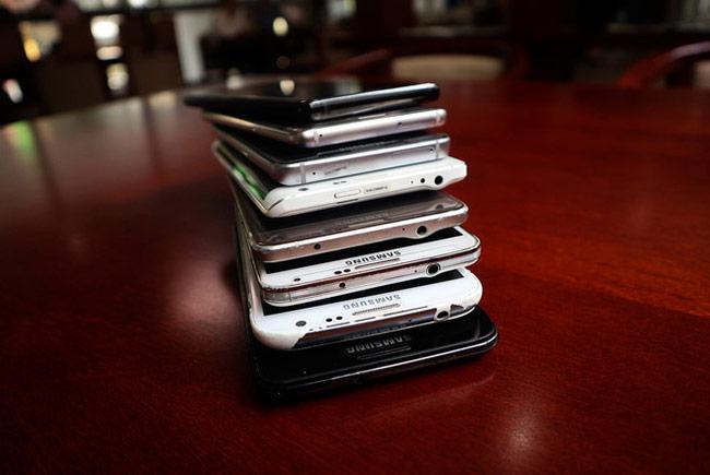 Kể từ Galaxy Note5, Samsung dời cổng tai nghe xuống phía dưới.