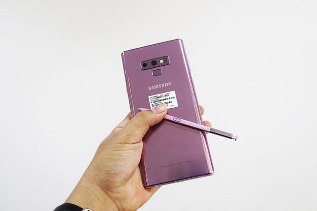 các phiên bản Galaxy Note9 bán tại Việt Nam có màu sắc cây bút không hoàn toàn đồng bộ với thân máy