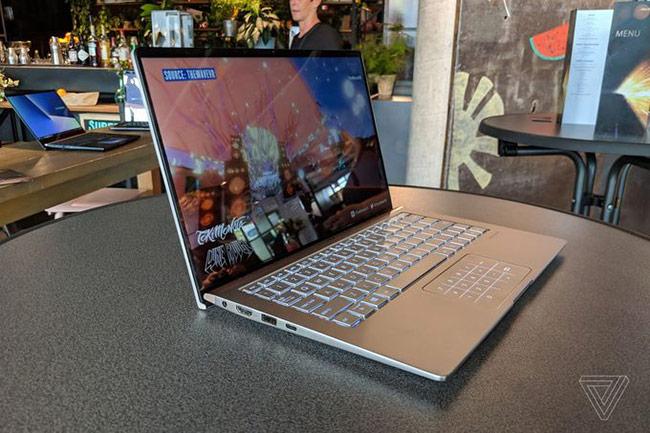 màn hình laptop mới bóng, được bao bởi khung viền mỏng chỉ vài mm