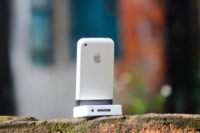 Mẫu điện thoại này có ngoại hình không khác nhiều so với phiên bản chính thức ra mắt năm 2017