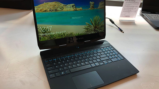 Laptop chơi game Alienware m15.
