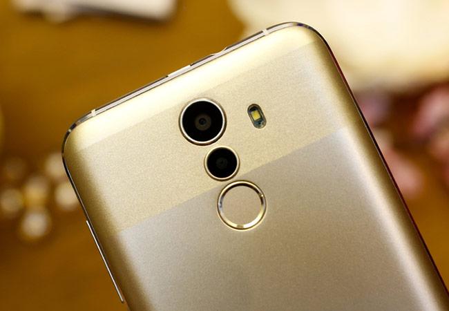 camera sau của máy có độ phân giải 8 megapixel