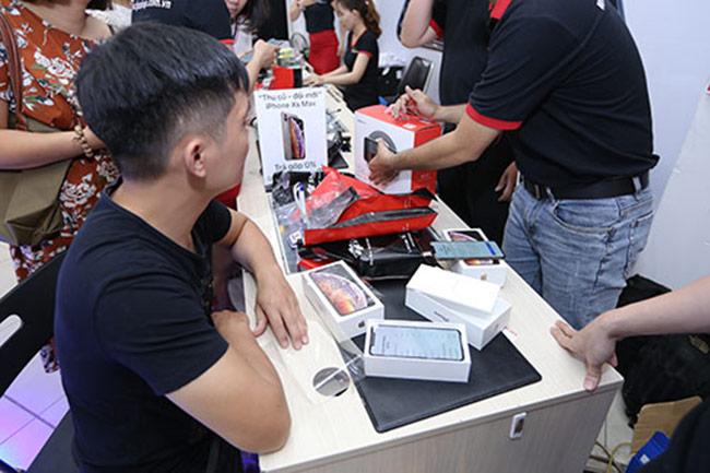 Tại Việt Nam đã bắt đầu bán iPhone XS và XR chính hãng