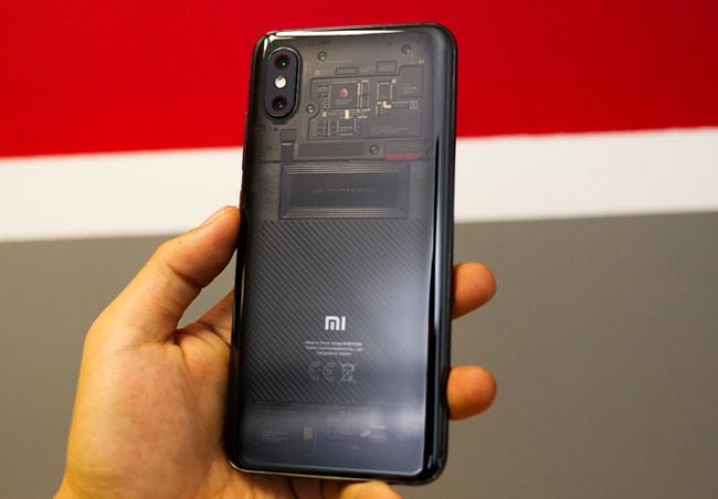 Mi 8 Pro thuộc dòng smartphone đầu tiên của Xiaomi sử dụng màn hình tai thỏ