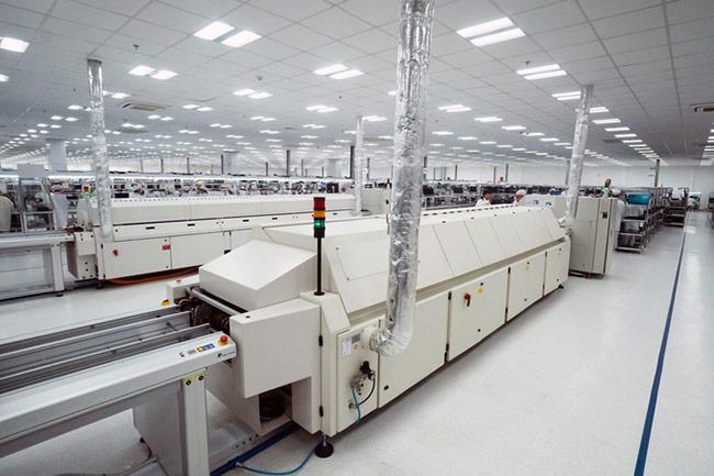 Bên trong nhà máy sản xuất điện thoại Vsmart
