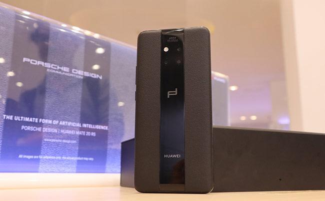 Đây là lần thứ tư Huawei kết hợp cùng Porsche Design tạo ra những phiên bản đặc biệt cho các sản phẩm của họ